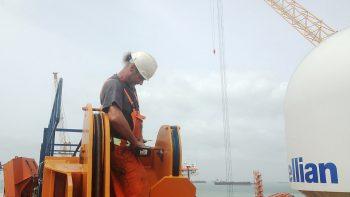 hydrauliek-tank-dekkraan-verplaatst-Singapore-04