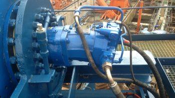 hydrauliek-tank-dekkraan-verplaatst-Singapore-05